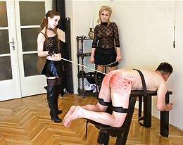 seksikäs mummi, isot tissit, shaved pillua riisuutumalla punainen mekko 1