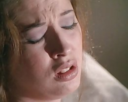 Hämmästyttävä gloryhole blowjob jonka kaunis nainen