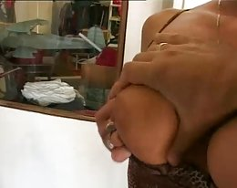 Tyttöystävän ystävä siveys kiusaa nainen POV jooga housut