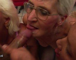 Granny sormitus hänen pillua