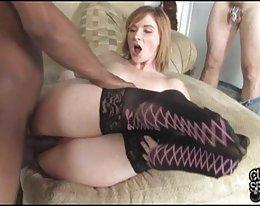 Seksikäs brunette Chloe Amour vitun